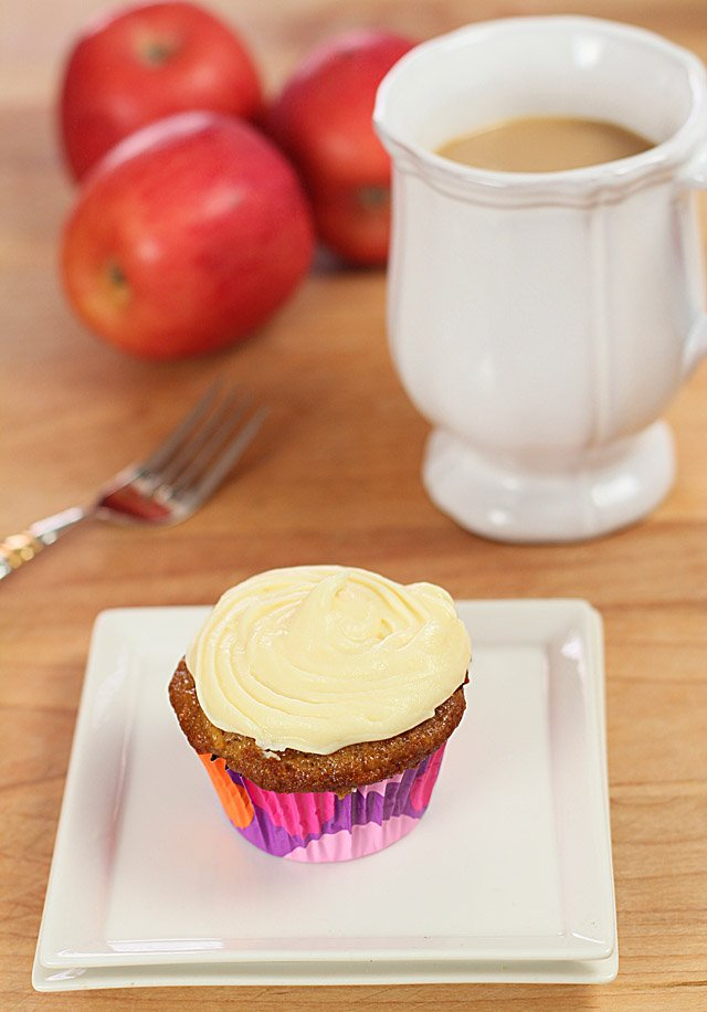 apple-cinnamon-cupcakes-scene