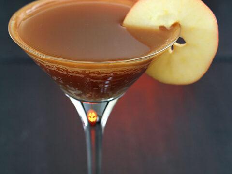 Caramel Apple Cider Cocktail with Apple Slice Garnish