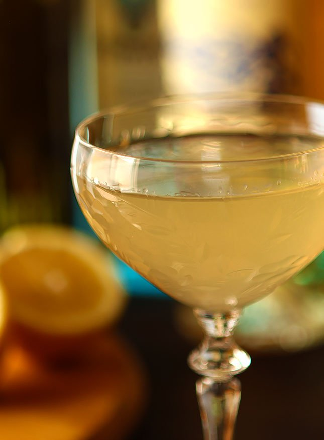 Corpse Reviver №2 Closeup in a Couple Glass