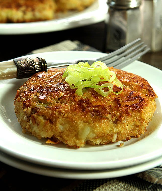 Double Smashed Potato Cakes with Leeks, Garlic, Bacon and Thyme from Creative-Culinary.com