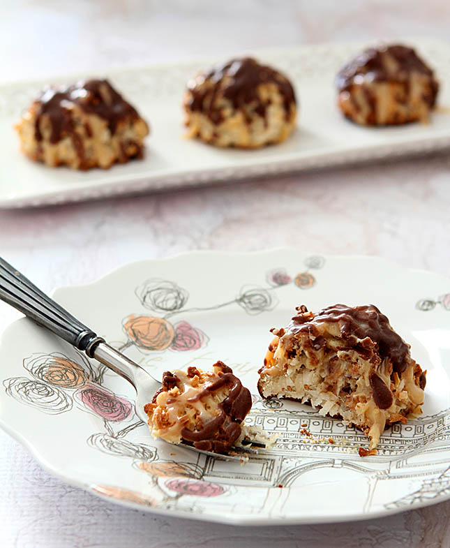 German Chocolate Macaroons from Creative-Culinary.com