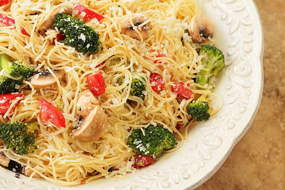 Pasta with Broccoli, Tomatoes and Mushrooms