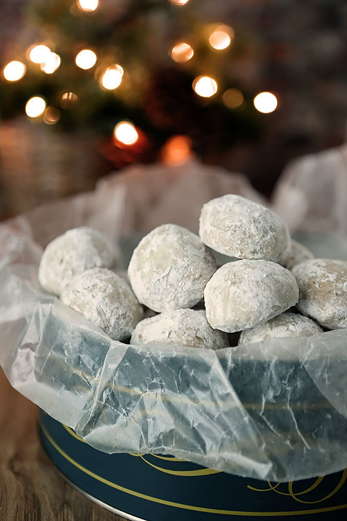 Pecan Butter Ball Cookies - A shortbread cookie filled with pecans and dusted with powdered sugar.