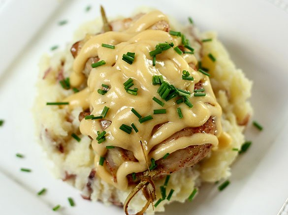 Chicken with Potatoes and Cheese Sauce